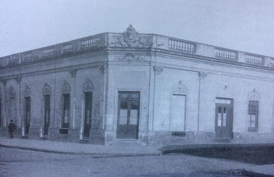 """La Escuela Técnica, en una estampa fotográfica de 1935, cuando cumplió sus 25 años, """"Bodas de Plata""""."""