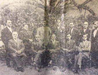 La Escuela de Educación Técnica «Dr. Mariano Moreno», en 1935, con todo su personal docente. Era director del establecimiento, el ingeniero civil, Moisés Díaz Tenreyro.