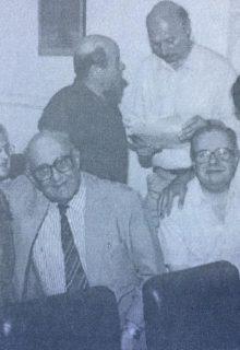 Miguel Torres, en compañía de distintas figuras, del quehacer cultural chivilcoyano (Año 1996).