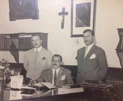 El Dr. Walter José Schiaffino (en el centro), junto a sus principales colaboradores, de la gestión comunal. Fue Comisionado municipal de Chivilcoy, desde el 10 de febrero, hasta el 7 de noviembre de 1945. Con posterioridad, ocupó el mismo cargo, entre fines de 1947, y comienzos de 1948. Falleció el 18 de abril de 1953.