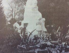 Monumento a Domingo Faustino Sarmiento, del escultor y artista plástico argentino, Juan Zuretti, inaugurado el 25 de mayo de 1944.