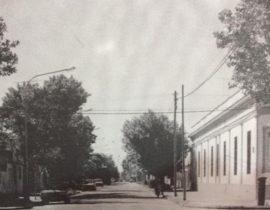 Calle Pascual Grisolía, junto a la Parroquia Nuestra Señora del Carmen, en la intersección, con la avenida Villarino. Dicho nombre, le fue impuesto, por el Honorable Concejo Deliberante, a través de una iniciativa, del edil Don Generoso Fernando Falivene, el 15 de diciembre de 1937.