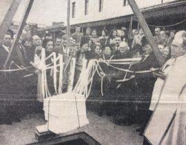 Colocación de la «piedra fundamental», del templo de Nuestra Señora del Carmen, el 16 de julio de 1946. Después de una etapa, de tres años, con una ardua e infatigable labor de construcción, la actual iglesia, se inauguró el 22 de octubre de 1949.