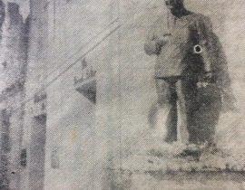 Estatua de Don Pascual Aulisio, frente a la bóveda familiar, en el Cementerio Municipal. Se inauguró, el 27 de enero de 1961, y es una obra, del gran escultor y docente chivilcoyano, profesor Antonio Bardi.