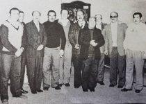 Primera Comisión directiva, del Centro Parroquial San Cayetano, en 1977, en dicha fotografía, puede observarse la presencia, de los fundadores, de dicho Centro, Simón Yapor y Guillermo Muscolino, y del primer sacerdote, presbítero Cayetano Migale.