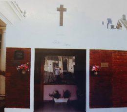 El Mausoleo, en el Cementerio Municipal, donde reposan los restos, de la niña Patricia Leiva. Se inauguró, el 5 de abril de 1998.