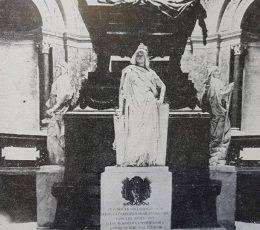 Mausoleo en la Catedral Metropolitana, donde reposan los restos del General San Martín.