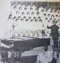 Coro del Instituto de Niñas Herminia Catalina Brumana, creado y dirigido, por los talentosos y siempre recordados profesores de música, los hermanos Rossi.
