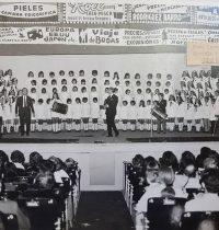 Espectáculo artístico, con la participación de niños, del Instituto Brumana, en la década de 1970.