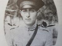 Boris Alejandro Elkin, con su uniforme de conscripto, cuando cumplió, el servicio militar obligatorio, en 1925.