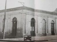 La esquina, de las calles Belgrano y Deán Funes, donde cantó, Carlos Gardel, por vez primera, el 6 de abril de 1912. Allí, se hallaba instalado el Café, «La Copita de Plata», o «La Tacita de Plata». Después, en ese mismo lugar, funcionaron los bares: «Los Vasquitos» y, «El Chimango»; este último, de Don José Piedegrosso, durante la década de 1960.