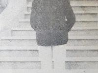 El músico y compositor italiano, Don Cándido Morábito, fundador y director, de una popularizada banda, de nuestro medio, en una fotografía, junto a la rotonda, de la plaza 25 de Mayo, en la década de 1930.