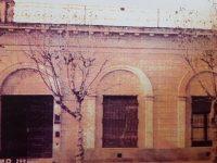 «La Casa de la Lira», ubicada en la calle San Martín Nº 112, donde dejó de existir, el poeta Carlos Ortíz, a las 9 de la mañana, del día 3 de marzo de 1910. Dicha casona, fue demolida, a principios del año 2007, y allí puede observarse, un edificio de propiedad horizontal.