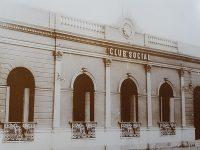 Fachada del Club Social, de Chivilcoy, hacia el año 1910, cuando resultó gravemente herido, el poeta Carlos Ortíz, quien se había asomado, a uno de los balcones del edificio.