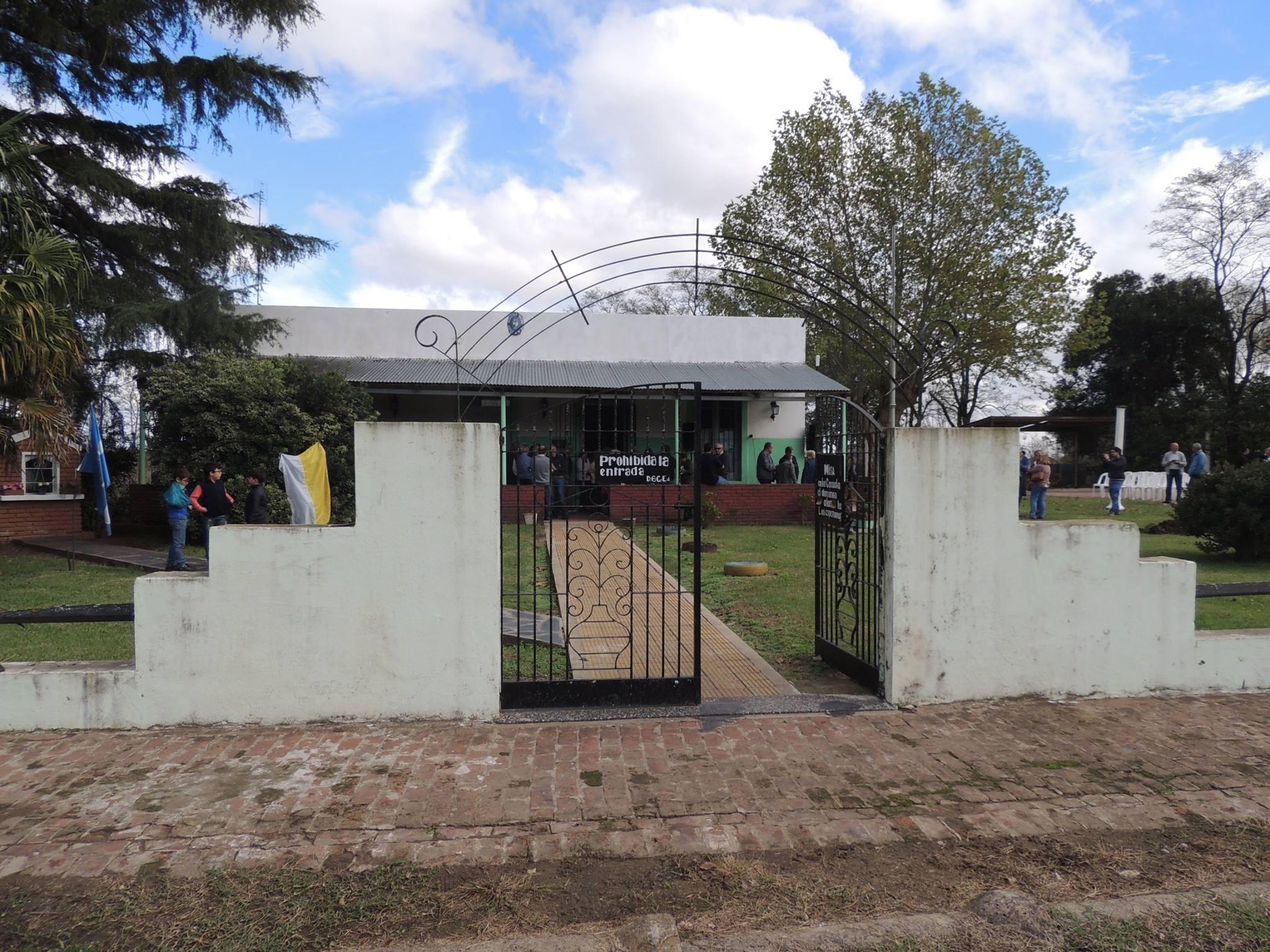 """La clausura de las Escuelas primarias, Nros. 16 """"Esteban Echeverría"""" y 26 """"Paula Albarracín"""" , del partido de Chivilcoy (2018)."""