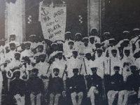 La singular comparsa «Los Marinos del Plata», que supo animar y enriquecer, los festejos del carnaval chivilcoyano, en los últimos años, del siglo XIX, y los primeros del XX.