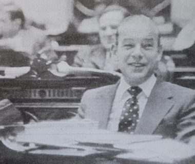 El Dr. Falabella, en su banca de diputado, en el Congreso de la Nación, cuando ocupó, dicho cargo legislativo, entre los años 1973 y 1976.