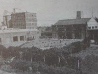 El edificio, de la siempre recordada Compañía de Electricidad, de Chivilcoy, conocida popularmente, como la «Usina del Pueblo». Prestó sus servicios de alumbrado público, durante dos décadas, desde el mes de marzo de 1929, hasta julio de 1949. El citado inmueble, se hallaba ubicado, en inmediaciones, de la ex Estación ferroviaria «Norte».