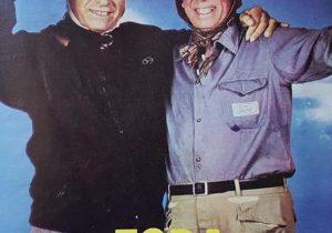 Juan Manuel Fangio, junto al inolvidable piloto argentino, Oscar Alfredo Gálvez (1913-1989). Sin dudas, dos auténticas y memorables glorias, del automovilismo y la vida deportiva, nacional e internacional.