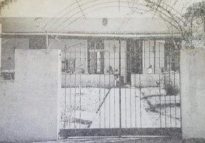 La Escuela primaria Nº 26 «Paula Albarracín», de la localidad rural de Indacochea, fundada en el año 1903. A lo largo de muchas décadas, de una intensa y sostenida labor docente, hubo de cumplir, una fecunda y admirable trayectoria educativa, al servicio de la enseñanza chivilcoyana.