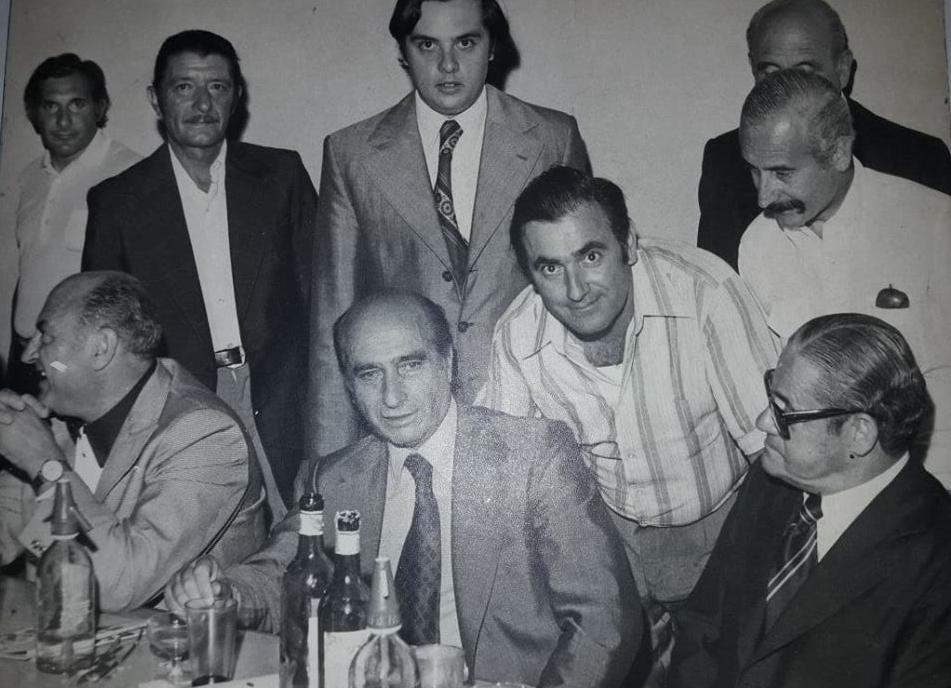 """La visita de Juan Manuel Fangio a Chivilcoy, para la """"Cena de Campeones"""" (1977)."""