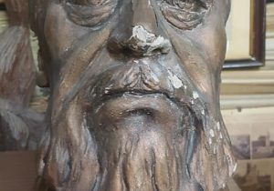 Busto, del gran poeta gauchesco, José Hernández (1834-1886), que llevara acabo, el procurador Juan Antonio Larrea, con motivo del centenario, de la muerte, del célebre autor del «Martín Fierro». Fue donado, al Archivo Literario Municipal, en el mes de octubre de 1986.