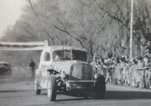 El automóvil Ford Nº 8 «Pehuajó», del recordado piloto, Jorge Eduardo Farabollini.