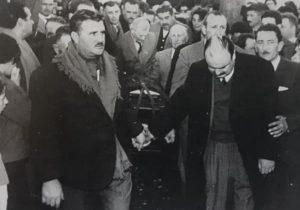 Sepelio del piloto, Jorge Farabollini, en su ciudad natal, acompañado, por una gigantesca multitud.