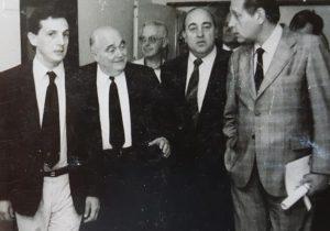 El siempre recordado médico cirujano, Dr. Juan Carlos Falivene (1922-2014), junto al Dr. Juan Manuel Iglesias, el señor Oscar Fontana, y el ilustre y memorable Dr. René Gerónimo Favaloro, durante su visita a Chivilcoy y el Hospital Municipal, el 28 de noviembre de 1986.