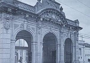 Cementerio Municipal de Chivilcoy, inaugurado, oficialmente, el 6 de noviembre de 1893, bajo la gestión del intendente, Dr. Ireneo A. Moras.
