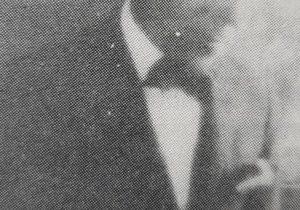 El caracterizado y notable, pintor y decorador, Don Juan Navarro Granados, hijo de Don Eduardo Navarro Caballero. Fue uno de los fundadores, de la Agrupación Artística Chivilcoy, y el primer presidente de la institución, electo el 17 de septiembre de 1916. Había nacido, en España, el 21 de septiembre de 1882, y se lo declaró ausente, con presunción de fallecimiento, en el año 1959.