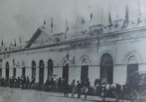El edificio, de la vieja Corporación Municipal -Primer gobierno, de la comuna chivilcoyana-, que se construyó, hacia el año 1865.