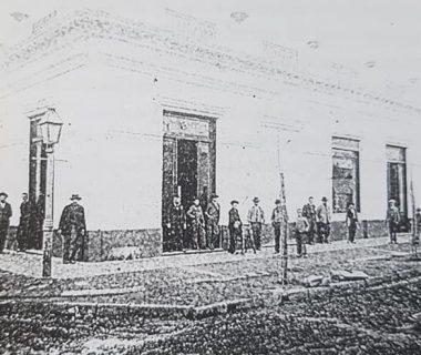 La antigua Casa Villafañe, primer almacén, de ramos generales, de nuestra ciudad, fundado por Don Gregorio Villafañe, el 3 de febrero de 1863.