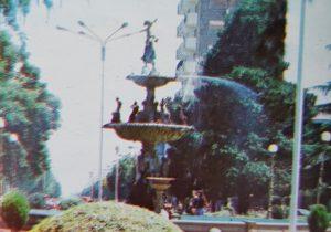 La plaza principal, 25 de Mayo, de nuestra ciudad de Chivilcoy, natural escenario, de la labor diaria, del popular pochoclero, Eduardo Oscar Orellano.