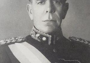 El general Edelmiro Julián Farrell, presidente de facto de la Nación, desde el 10 de marzo de 1944, hasta el 4 de junio de 1946, cuando lo entregó el gobierno, al general Juan Domingo Perón, electo en los comicios, del domingo 24 de febrero, de ese mismo año.