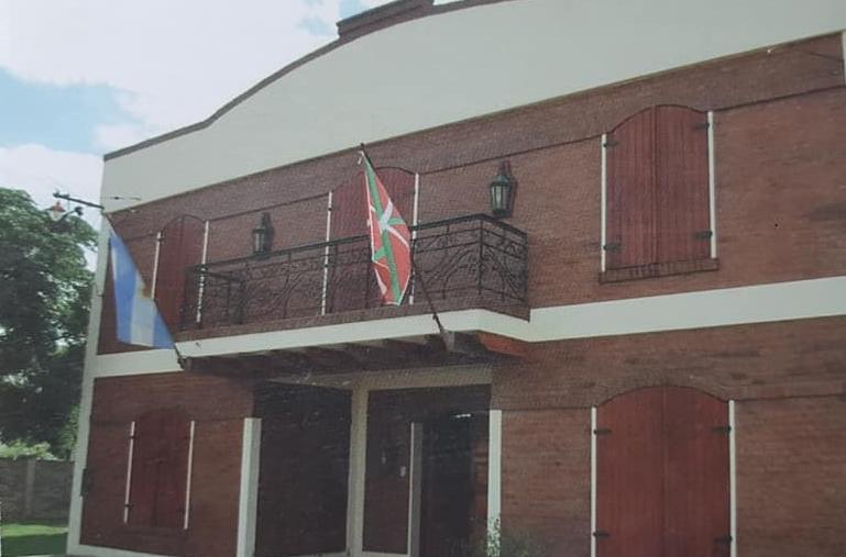 "Inauguración de la sede institucional, del Centro Vasco ""Beti Aurrera"" (2007)."