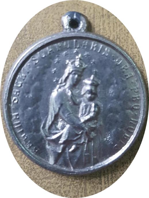 Una medalla y una estampa evocativas, de la festividad del Carmen, de 1946