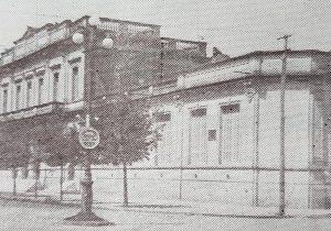 """La Escuela Normal """"Domingo Faustino Sarmiento"""", en una estampa fotográfica del año 1940."""