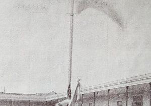 El imponente y bello mástil, de la Escuela Normal de Chivilcoy, inaugurado, el 11 de abril de 1940.