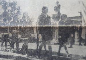 Desfile de las delegaciones escolares, ante el busto del General San Martín, ubicado en el Polígono de Tiro, de nuestra ciudad de Chivilcoy.