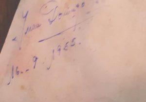 Firma autógrafa, del general Juan Domingo Perón, que se conserva y atesora, en el Salón del Periodismo Chivilcoyano. Data del mes de septiembre de 1955, cuando se produjo la Revolución Libertadora, que lo derrocó.