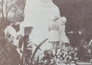 Monumento a Domingo Faustino Sarmiento, inaugurado el 25 de mayo de 1944. Dicha obra, pertenece al notable escultor y artista plástico argentino, Juan Zuretti (1880-1959).