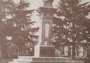 Busto, del teniente general Bartolomé Mitre, inaugurado el 22 de octubre de 1907, para la celebración del 53 aniversario, de la fundación de nuestra ciudad de Chivilcoy. Dicha obra artística, pertenece al gran escultor y docente español, radicado en la Argentina, Torcuato Tasso Nadal (1855-1935).