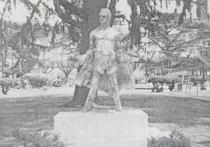 Monumento al Boxeador, del diestro y destacado escultor local, Osvaldo Néstor López. Se inauguró, el Día del Boxeador, un 14 de septiembre de 2006.