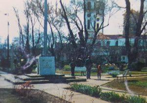 La plaza 9 de Julio, de Chivilcoy, bautizada con dicho nombre patrio, por la Corporación Municipal, el 6 de noviembre de 1866, a través de una iniciativa, de Don Manuel Villarino, ilustre fundador y pionero, de Chivilcoy.