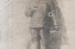 Estatua de Don Pascual Aulisio, en el Cementerio Municipal, frente a la bóveda familiar, donde descansan sus restos. Se inauguró, en el primer aniversario, de la muerte de Pascualito, el 27 de enero de 1961. Dicho trabajo artístico, pertenece, al notable y prestigioso escultor y docente local, profesor Antonio Bardi.