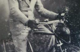 """Don Francisco Musitani (1888-1983), curioso y pintoresco personaje de Chivilcoy, que fuera rescatado por Julio Cortázar, en su libro """"La vuelta la día en 80 mundos""""."""