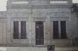 Fachada del edificio, de la antigua y tradicional pensión de la familia Varzillio, donde residió Julio Cortázar, entre los años 1939 y 1944, ubicada sobre la calle Pellegrini Nº 195.