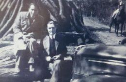 El profesor Julio Florencio Cortázar, junto a su amigo, el poeta, escritor y docente jujeño, radicado en Chivilcoy, profesor Domingo Zerpa (1909-1999).
