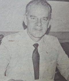 El tan prestigioso e inolvidable director, de la Escuela Normal «Domingo Faustino Sarmiento», profesor Luis Sebastián Marzik (1925-2001), todo un aleccionador y hermoso ejemplo, de disciplina, eficiencia, rectitud y alta honradez.